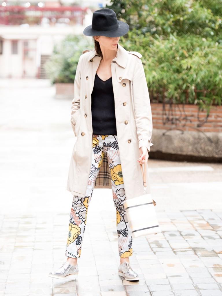 mayte-de-la-iglesia-street-style-pantalon-flores-02-(1)