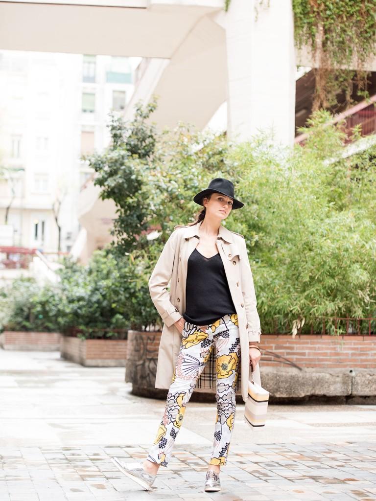mayte-de-la-iglesia-street-style-pantalon-flores-44