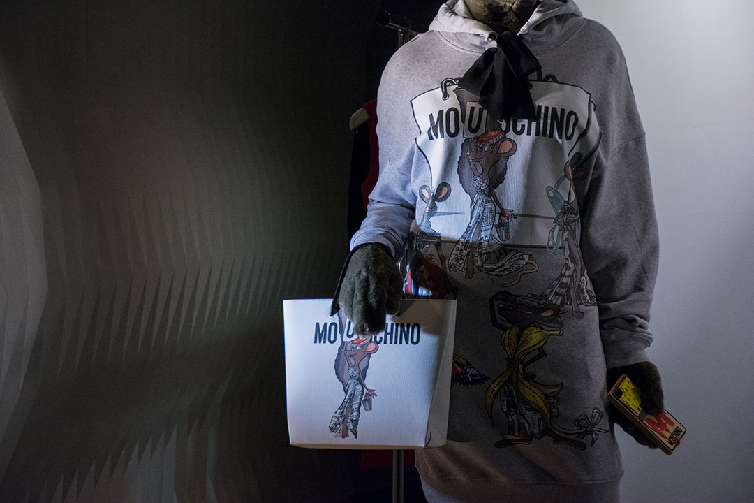 escaparates-paris-moschino-mitmeblog-03