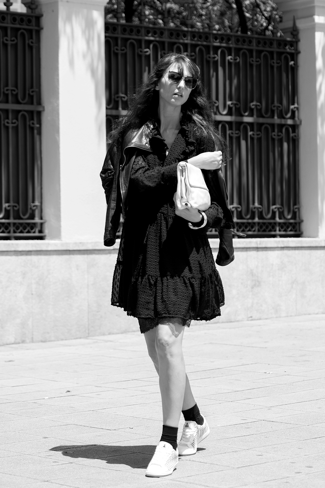 le-petite-robe-noir-mitmeblog-streetstyle-guerlain-bn-web-05