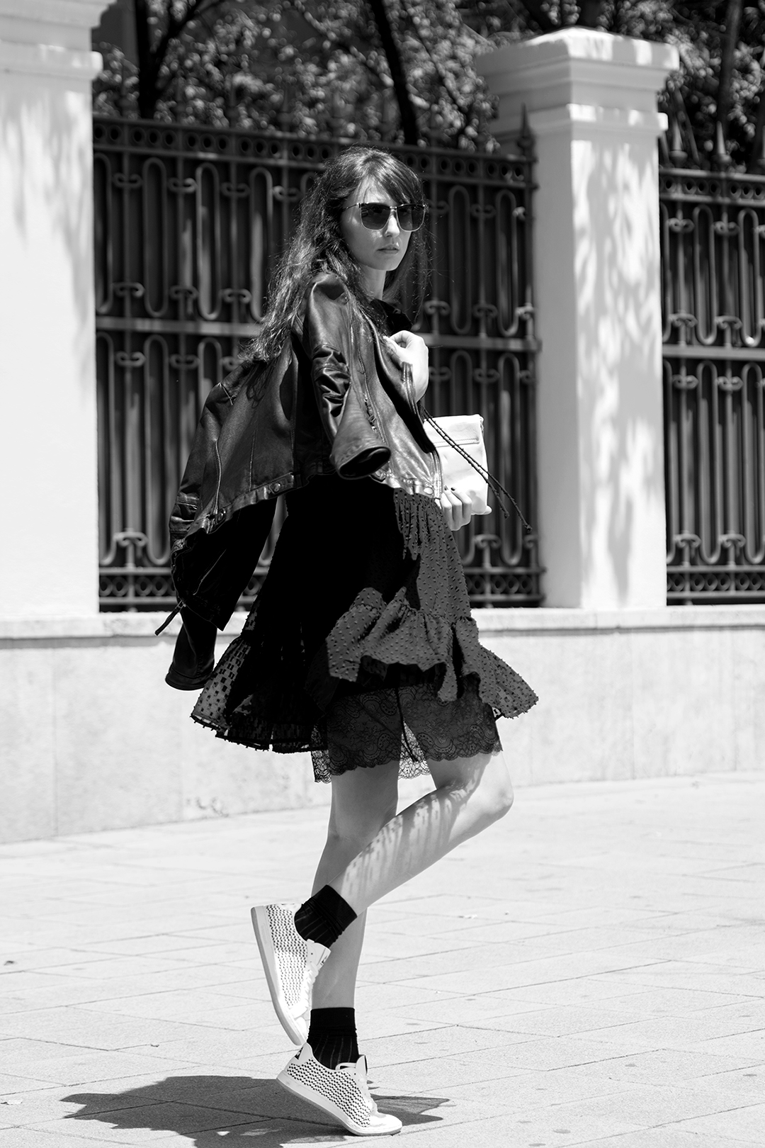 le-petite-robe-noir-mitmeblog-streetstyle-guerlain-bn-web-08